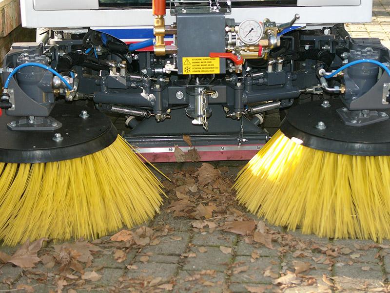 Coppia spazzole Dulevo-850-Macchina spazzatrice stradalecon motore diesel